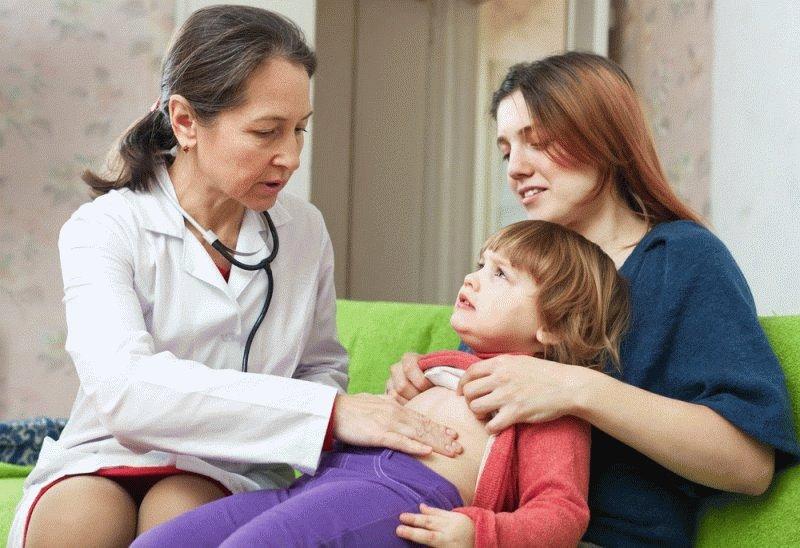 У ребенка болит живот и понос: что делать