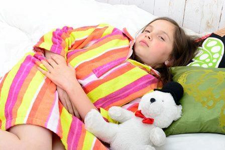 Боль в животе у ребенка 9 лет: как помочь, что