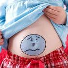 Почему у ребёнка после еды болит живот