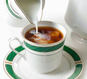 Чёрный чай с молоком