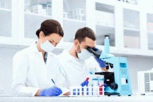 Взятие пробы биопсии в лаборатории