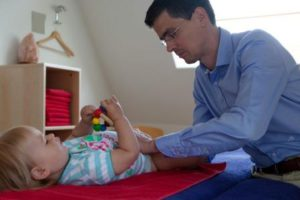 Пальпация живота у ребёнка