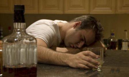 Почему рвет желчью после алкоголя