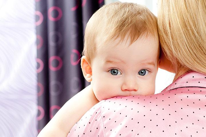 Новорожденный икает: что делать, как избавиться