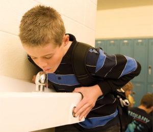Обильное питьё в школе