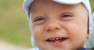 Появление зубов у годовалого ребёнка