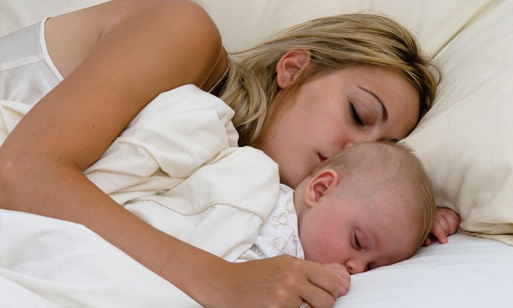 У новорожденного урчит в животе при кормлении
