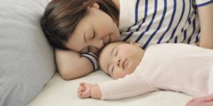 Малыш сладко спит