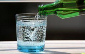 Газированная вода приводит к появлению газов