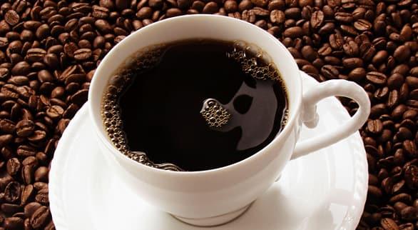 Крепкий кофе в чашке
