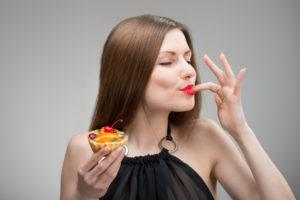 Любовь к еде у женщины