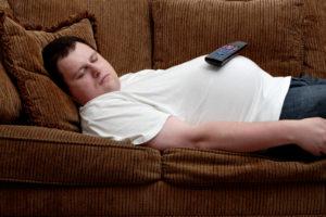 Лежать после еды нельзя