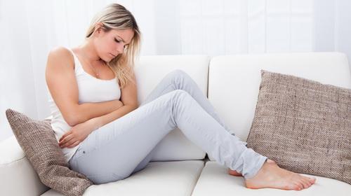 Признаки аппендицита у женщин и первые симптомы