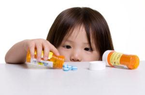 Таблетки могут быть опасны для ребёнка