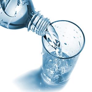 Стакан минеральной воды