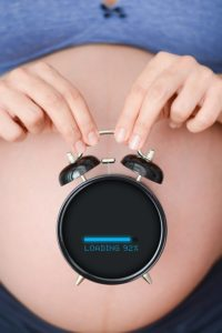 Беременная ждет ребёнка