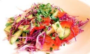 Овощной салат полезен