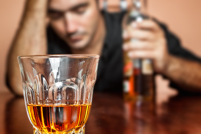 Человек отравлен алкоголем