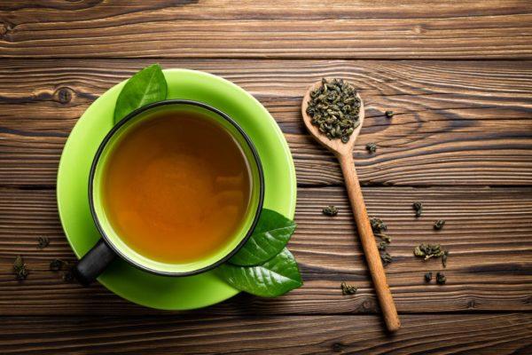 Зелёный чай с листиками