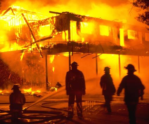 Очаг пожара опасен отравлением продуктами горения
