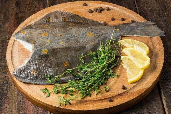 Рыбное блюдо на столе