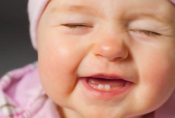 У ребёнка режутся зубы