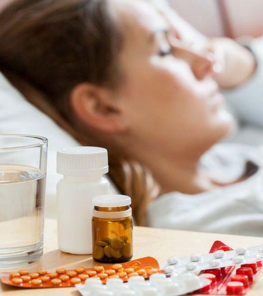 Человек и таблетки от бессонницы