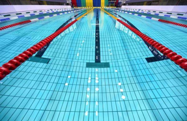 Хлорированная вода в бассейне