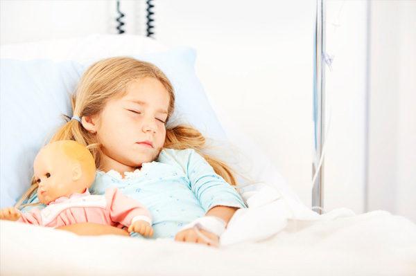 Ребёнок на больничной койке
